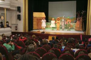 Los actores de 'El Mago de Oz' también se sometieron a las curiosidades de los escolares