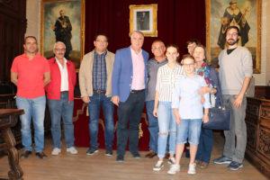 Con integrantes de la Corporación, su mujer e hijos