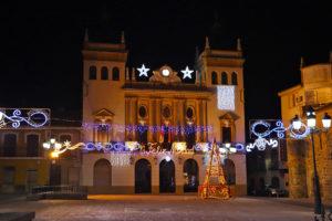 Panorámica de la Plaza Mayor con el ayuntamiento al fondo