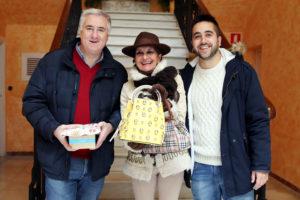 Maribel Garrido, junto al alcalde y al concejal de Festejos