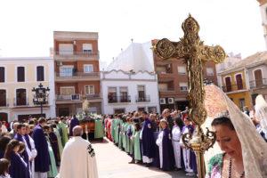 El Resucitado, escoltado por todas las hermanades de regreso al templo parroquial