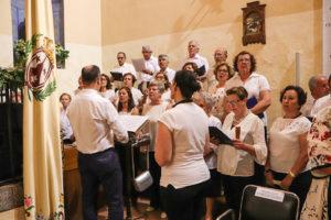 Una de las intervenciones del coro parroquial, dirigido por Miguel Ángel Solis