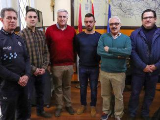 Los nuevos efectivos policiales, junto al alcalde José Lozano