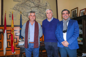 Marcelino Sendarrubias, José Lozano y Eusebio Portillo, reuniedos esta semana en el despacho de Alcaldía