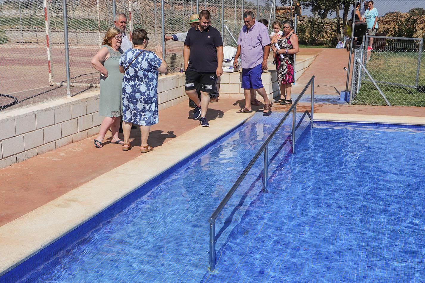 """f3c905703a43 San Benito ya disfruta de su piscina pública, """"el sueño de 30 o 40 años"""" en  esta pedanía de Almodóvar del Campo"""