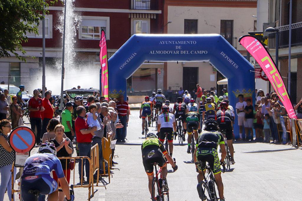 Ciclistas llegando a meta